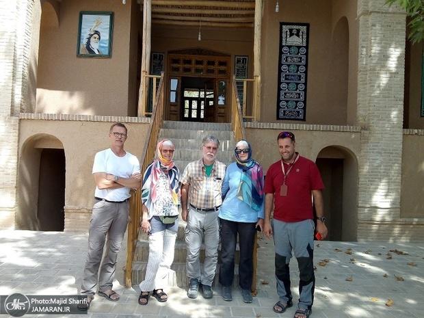 سوئس سیاحوں نے امام خمینی (رح) کی  جائے پیدائش کا دورہ کیا۔