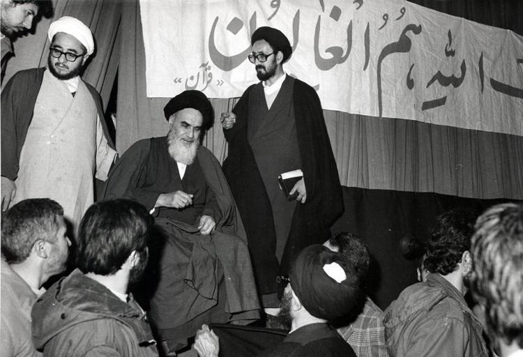 ملک کی بھاگ دوڑ ایسے ہاتھوں میں دیں جواسلام اور قانون کے پابند ہوں: امام خمینی(رح)