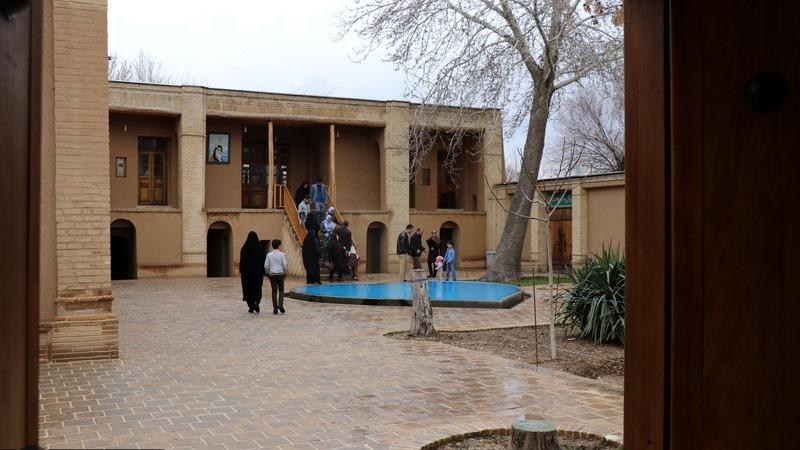 خمین، نوروزی سیاحوں کا امام خمینی (رح) کے تاریخی گھر کا دورہ -2 /2019