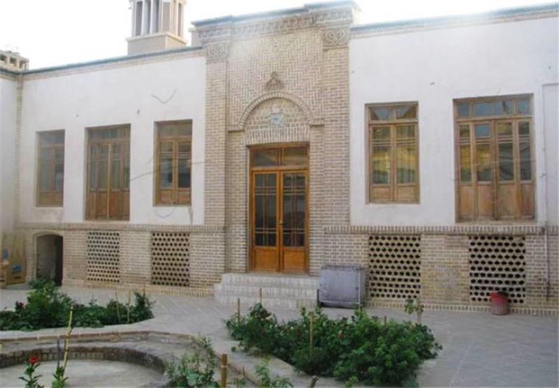 سن 67ء کو حکومتی مامورین کا امام کے گھر پر حملہ