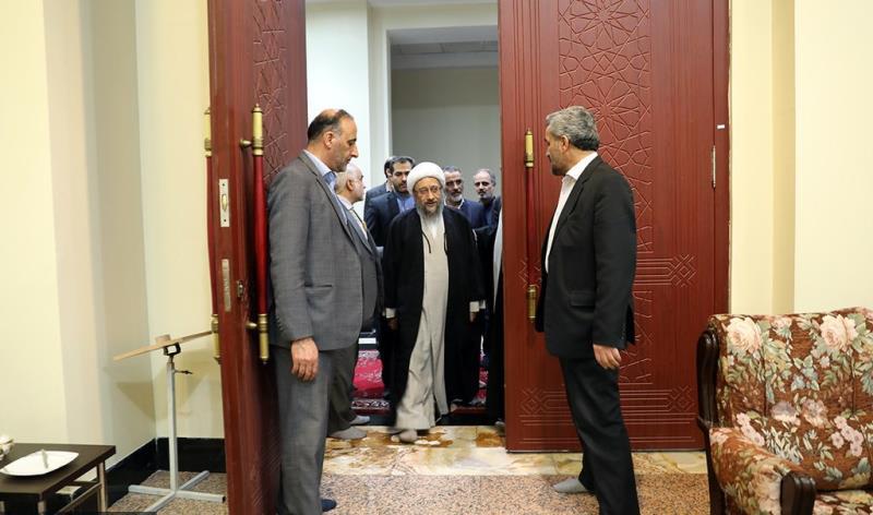 عشرہ فجر کے موقع پر؛ عدلیہ کے سربراہ اور اعلی عدالتی حکام کی حرم امام خمینی (رح) میں حاضری اور ان کی تمناؤں سے تجدید عہد /2019