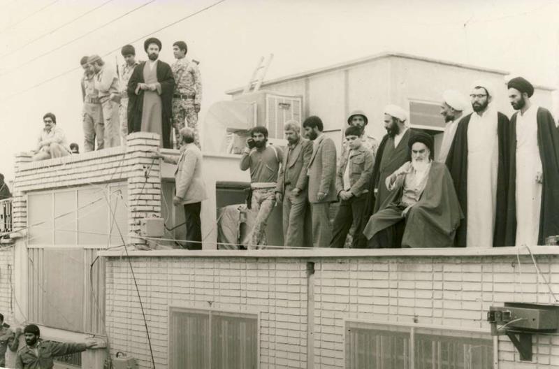 مسلمانوں کے دشمن مساجد سے کیوں ڈرتے ہیں: امام خمینی(رح)