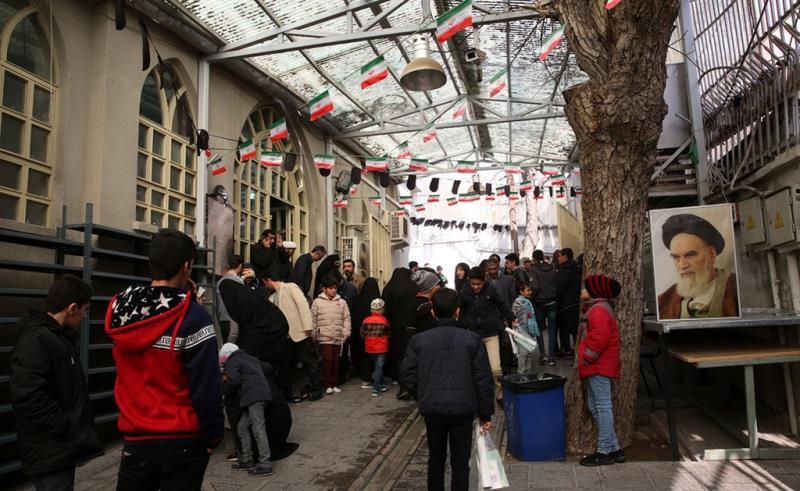 عشرہ فجر کے موقع پر؛ عوام کے مختلف طبقات سے وابستہ افراد، بیت امام خمینی (ره) میں حاضری اور تجدید عہد(4) /2019