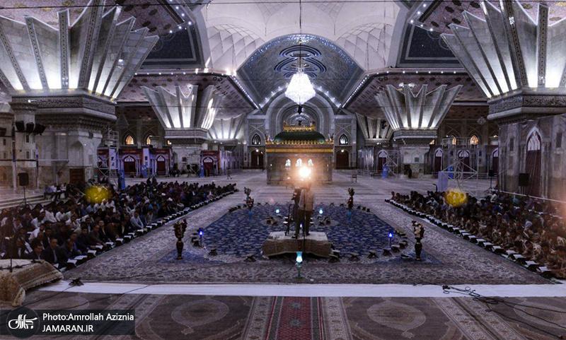 تصویری رپورٹ/ امام خمینی(رح) کے مزار میں مومنین کرام قرآن مجید کی تلاوت کرتے ہوے