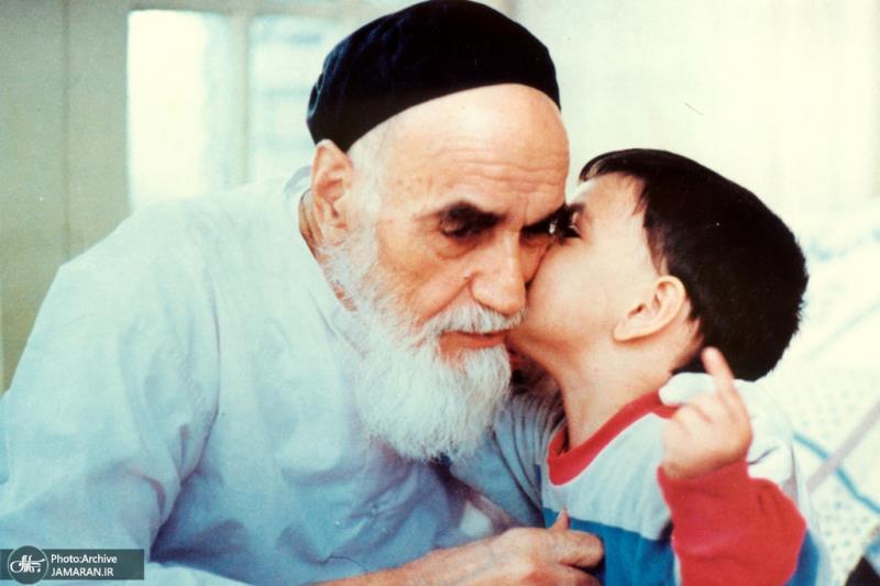 سید احمد خمینی علی سے امام خمینی(رح) کی محبت کو بیان کرتے ہیں