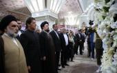 تصویری رپورٹ/پاکستان کے وزیر اعظم عمران خان نے امام خمینی(رح) کے مزار پر حاضری دے کر فاتحہ خوانی کی