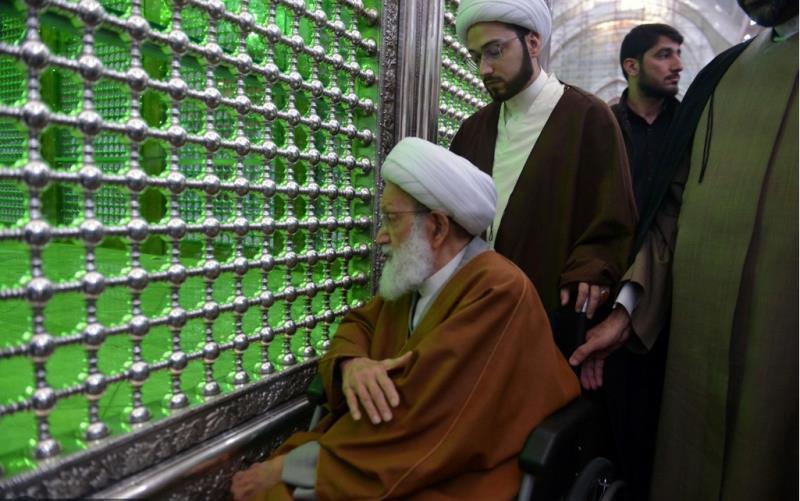 بحرین کے شیعوں کے روحانی رہنما آیت اللہ شیخ عیسی قاسم نے امام خمینی(رح) کے مزار پر حاضر ہو کر فاتحہ خوانی کی