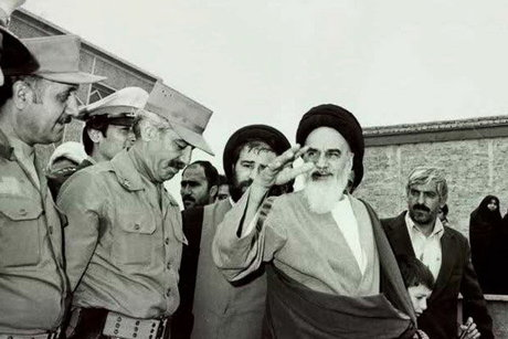 امام خمینی (رح) نے کس بات سے ایرانی فوج کو منع کیا