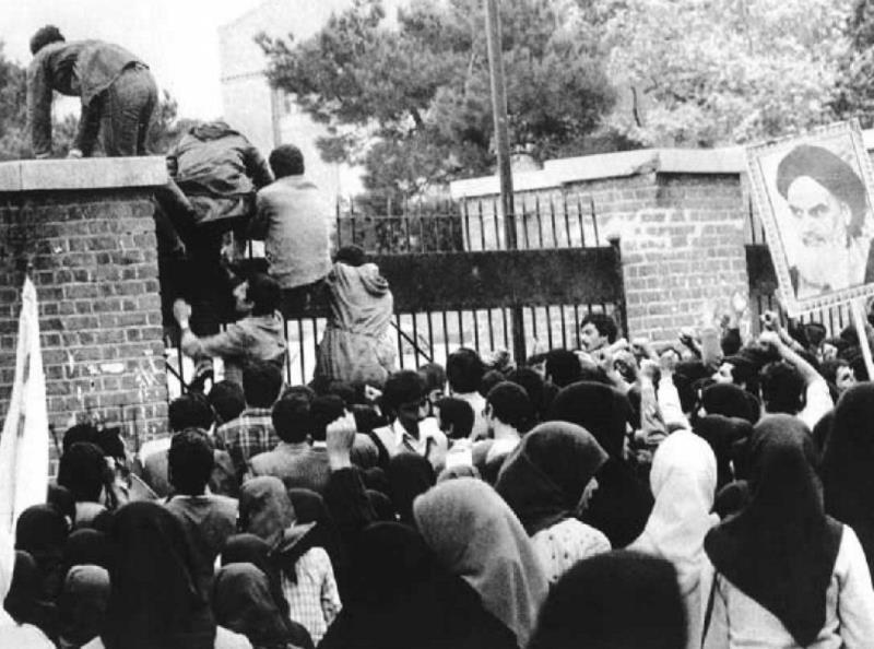 4 نومبر کو ایران میں طلباء نے نیا انقلاب لایا