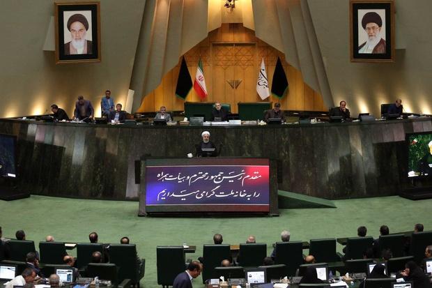 ایرانی عوام پابندیوں سے جھکنے والی نہیں: ایرانی صدر