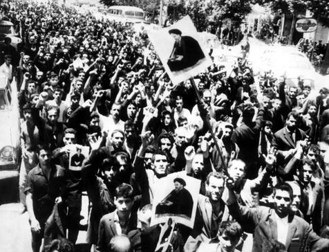 امام خمینی(رح) کی گرفتاری پر تہرانی عوام کا رد عمل