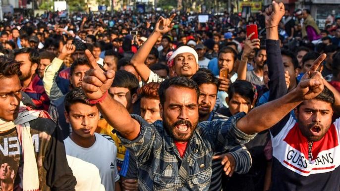 پولیس کی مسلمانوں کو ملک چھوڑ دینے کی دھمکیاں