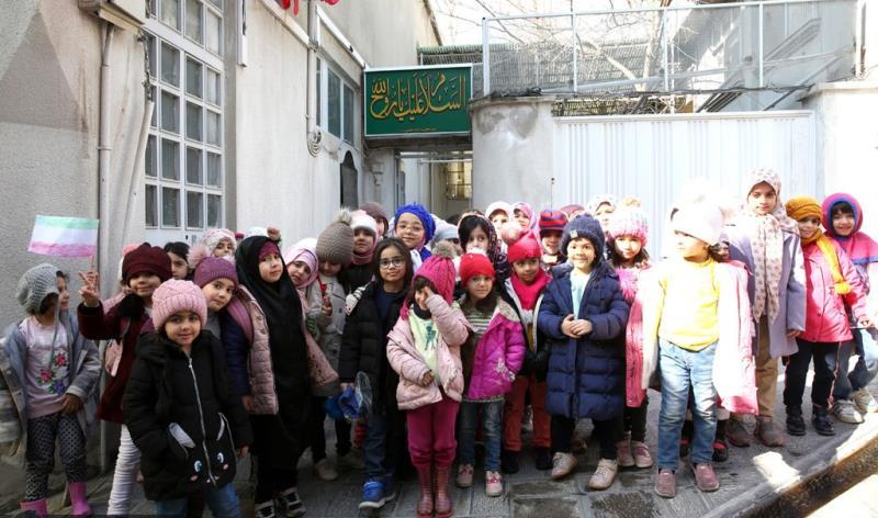 عشرہ فجر کے موقع پر؛ والفجر ٹاون کا کنڈرگارٹن کے بچے اور معلمین کی حسینیہ جماران میں حاضری اور امام خمینی (رح) کی تمناؤں سے تجدید عہد /2020