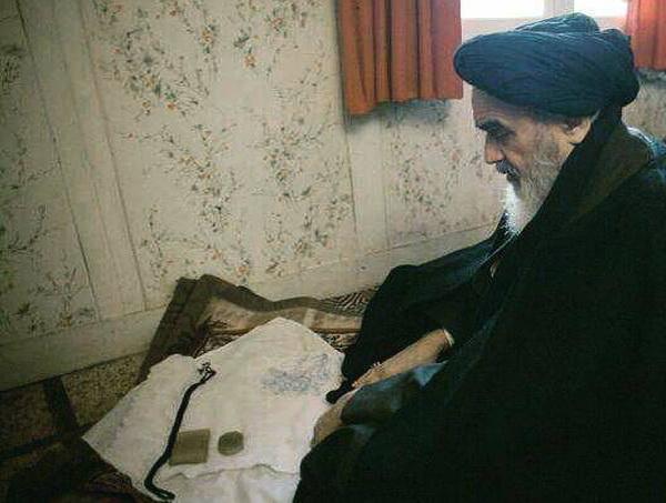 امام خمینی (رح) کے شبانہ گریہ سے بیدار ہوا