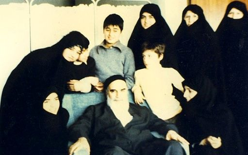 کیا امام خمینی (رح) کہتے تھے کہ عورتوں سے کسی کام کی امید نہیں رکھنی چاہیئے؟