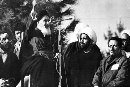 بہشت زہرا میں امام خمینی کو کس طرح منبر تک پہنچایا