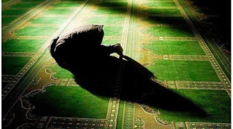کس طرح بدن کو پچھلی، دائیں یا بائیں جانب پھیرنا، مبطل نماز ہے؟