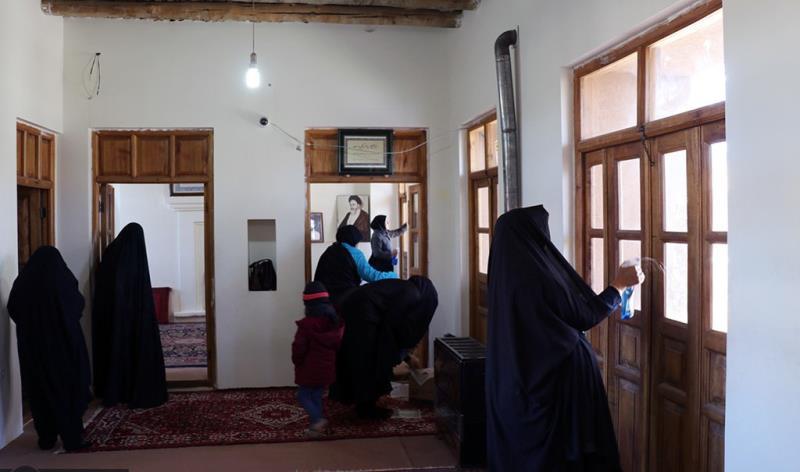 عشرہ فجر کے موقع پر، خمین میں امام خمینی (رح) کے آبائی گھر کی صفائی /2020