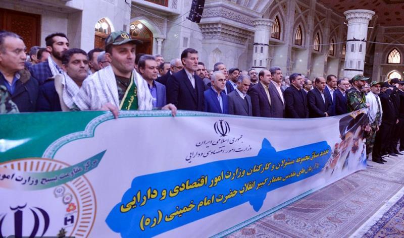 عشرہ فجر کے موقع پر؛ وزارت معیشت اور اکانومی کے وزیر اور دیگر کارکنوں کی  حرم امام خمینی (رح) میں حاضری اور ان کی تمناؤں سے تجدید عہد  /2020