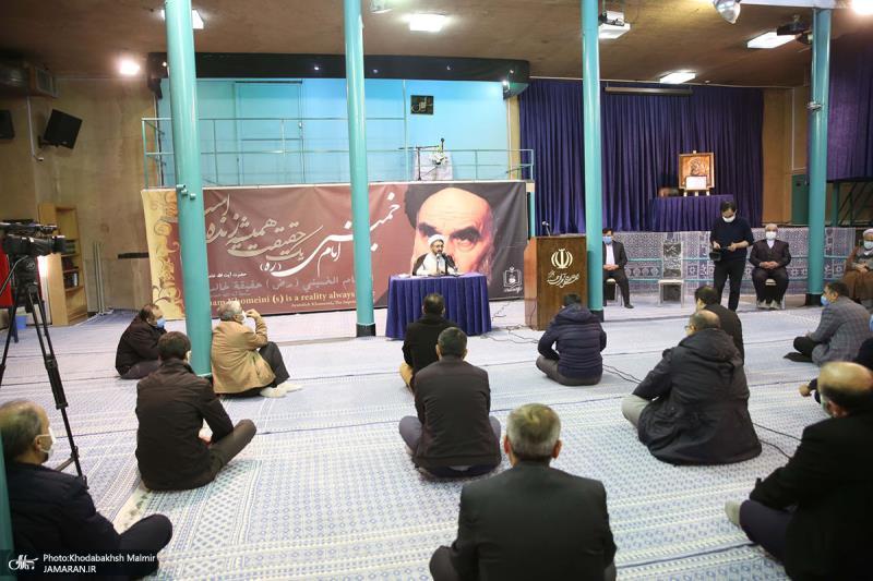موسسہ تنظیم و نشر آثار امام خمینی کے نئے سربراہ حجۃ الاسلام والمسلمین کمساری نے منتظمین اور عملے سے ملاقات کی