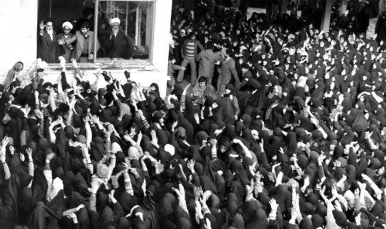 اسلامی انقلاب کی کامیابی میں ایمان کا کیا  کردار تھا؟