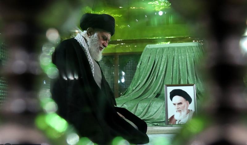 رہبر انقلاب اسلامی کی امام خمینی (رح) اور شہداء کے مزار پر حاضری