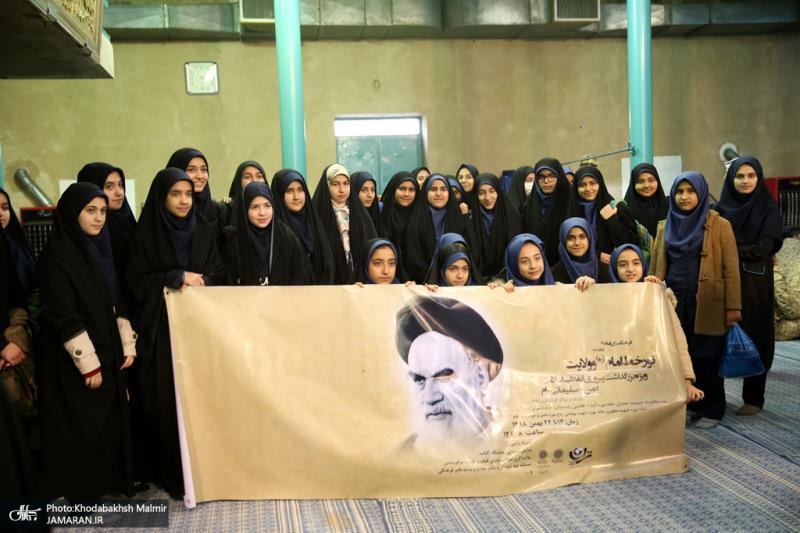 تصویری رپٌورٹ/ عوام کے مختلف طبقات سے وابستہ افراد کی حسینیہ جماران میں حاضری اور امام خمینی (رح) کی تمناؤں سے تجدید عہد
