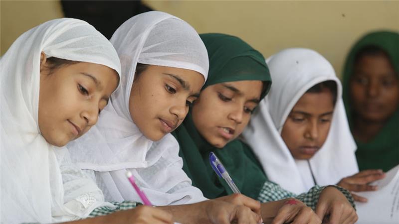 ایک پرائمری اسکول کی طالبہ کا رہبر کبیر انقلاب اسلامی کو خط اور ان کا جواب