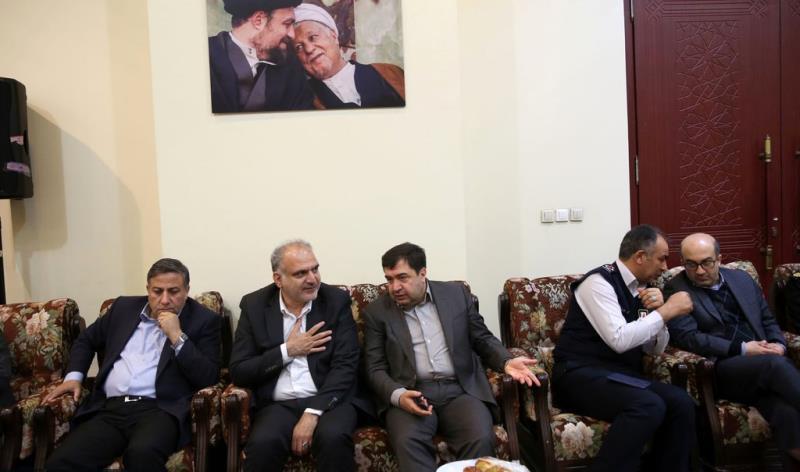 عشره فجر کے موقع پر، تہران شہر کے میئر اور اسلامک سٹی کونسل کے اراکین  کی حرم امام خمینی (رح) میں حاضری اور ان کی تمناؤں سے تجدید عہد /2020
