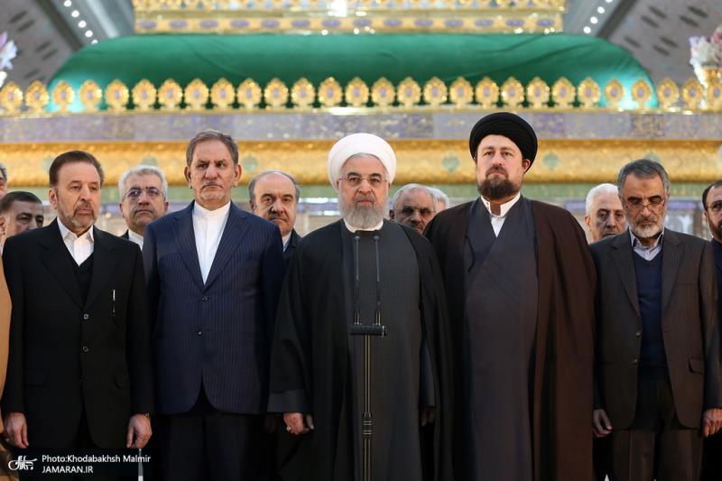 تصویری رپورٹ/ایرانی صدر اور ان کی کابینہ کا امام خمینی(رح) سے تجدید عہد