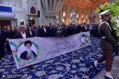 تصویری رپورٹ/ایران کے وزیر توانائی اور ان کے ساتھ عملے نے اسلامی انقلاب کے بانی سے تجدید عہد کیا