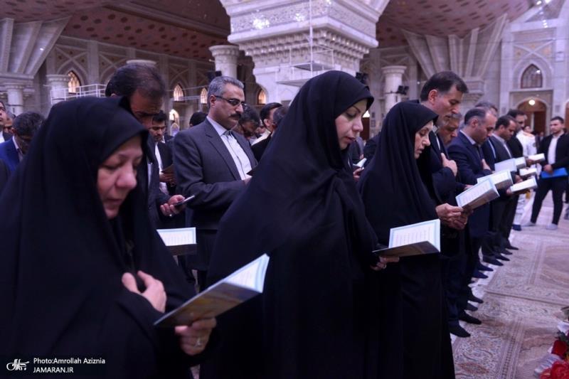 تصویری رپورٹ/ عوام کے مختلف طبقات سے وابستہ افراد، اور مختلف اداروں کے اعلی حکام کی حرم امام خمینی (رح) میں حاضری اور ان کی تمناؤں سے تجدید عہد
