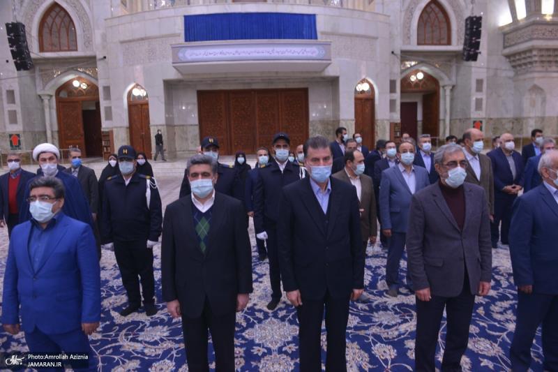عشرہ فجر کے موقع پر؛ حرم امام خمینی(رح) میں صادرات بنک کے مینیجرز اور کارکنوں کی حاضری اور ان کی تمناؤں سے تجدید عہد/ 2021ء