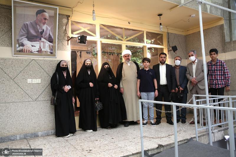 جماران؛ آیت الله یعقوبی کے نمائندہ کی امام خمینی (رح) کے تاریخی گھر میں حاضری اور خراج تحسین /2021ء