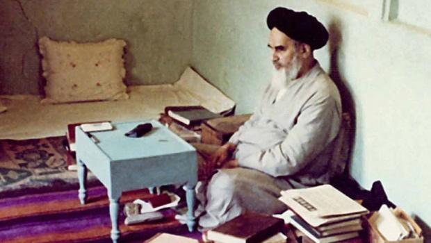 امام خمینی کی توضیح المسائل کس عالم دین کے نام سے شائع کی گئی تھی