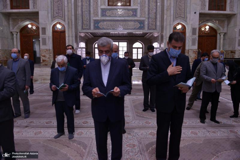 عشره فجر کے موقع پر؛ توانائی کے وزیر اور توانائی وزارت کے کارکنوں کی حرم امام خمینی (رح) میں حاضری اور ان کی تمناؤں سے تجدید عہد /2021ء