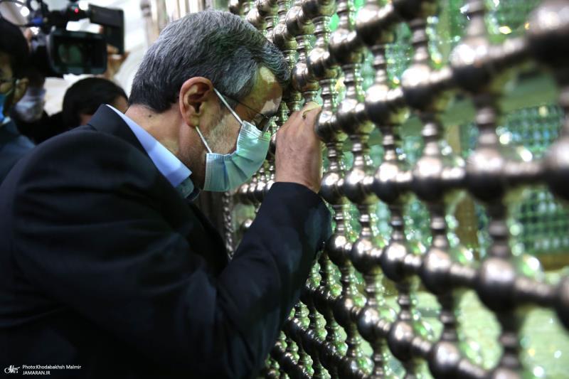 ایران کے سابق صدر ڈاکٹر احمدی نژاد نے اسلامی انقلاب کے بانی حضرت امام خمینی کے مزار پر حاضری دے کر تجدید کیا
