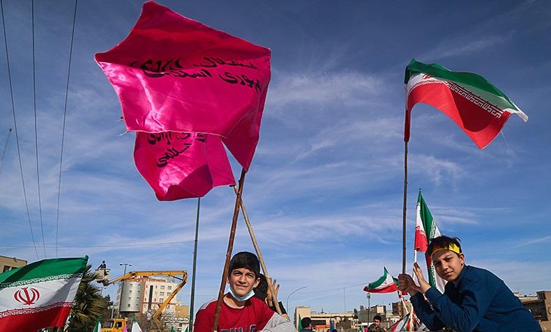 ایران کے اسلامی انقلاب کا تناور درخت آج بیالیس سالہ ہوگیا