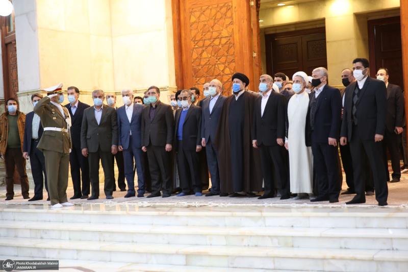 اسلامی جمہوریہ ایران کے اسپیکر اور ان کے ہمراہ وفد نے اسلامی انقلاب کے بانی سے تجدید عہد کیا