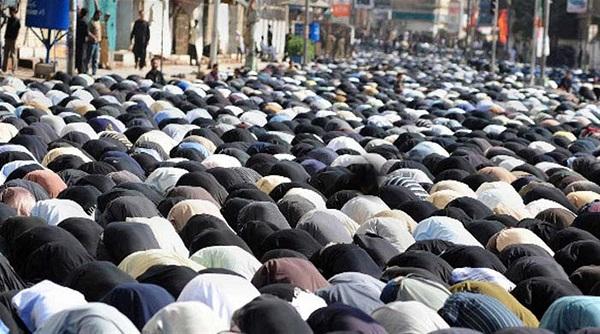اگر کوئی شخص نافلہ پڑھ رہا ہو کہ نماز جماعت شروع ہوجائے اور اسے خوف ہو کہ اس میں  شامل نہیں  ہوسکے گا تو کیا وہ نافلہ منقطع کرسکتا ہے؟