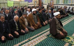 اگر اگلی صف کے افراد کی نماز ختم ہوجائے تو ان کے پیچھے کھڑے افراد کے اقتداء کرتے رہنے میں کیا صورتحال ہے؟
