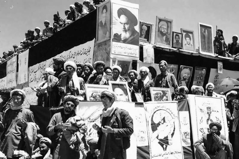 افغانستان میں 5 ہزار افغانیوں کو امام خمینی کی تصویر رکھنے کے جرم میں پھانسی دے دی گئی