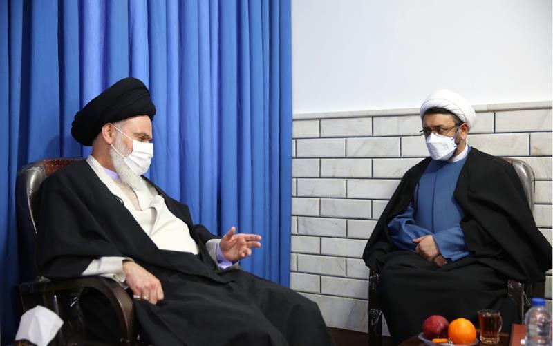 امام خمینی(رح) ہمارے انقلاب کی علامت ہیں:آیت اللہ حسینی بو شہری