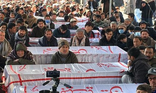 کوئٹہ میں شہداء کے جنازوں کے ساتھ دھرنا جاری ہے