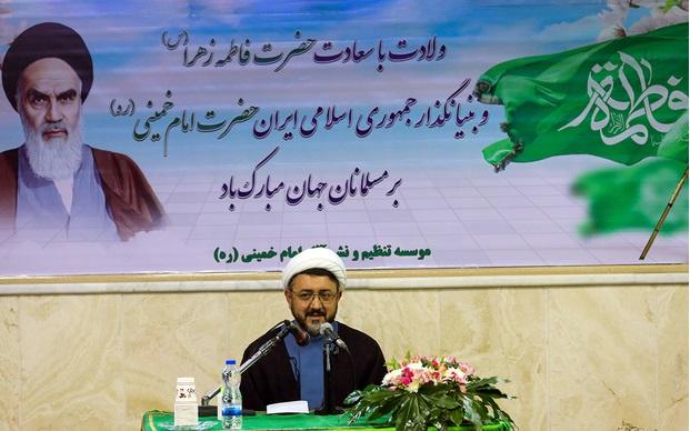 ہم انقلابی امام خمینی (رح) کے دفاع میں کام کریں گے