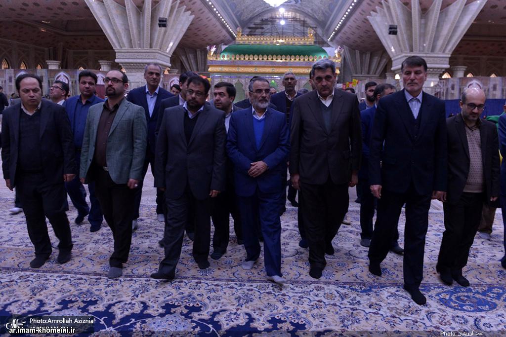 رئيس بلدية طهران یزور مرقد الامام الخميني