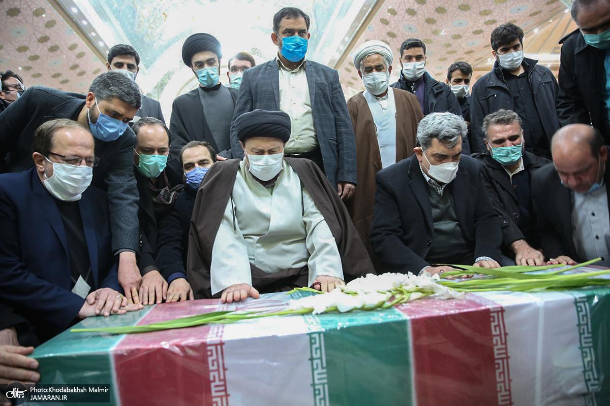 إقامة مراسم الوداع مع الجثمان الطاهر للشهيد فخري زاده في مرقد الامام الخميني